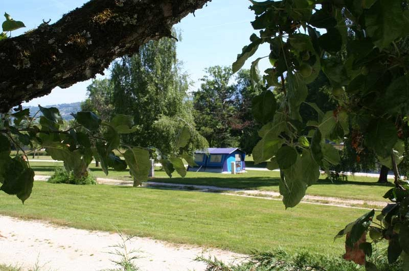 photo emplacements tentes camping marlice aix les bains